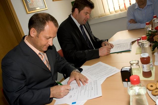 podpis pogodbe1