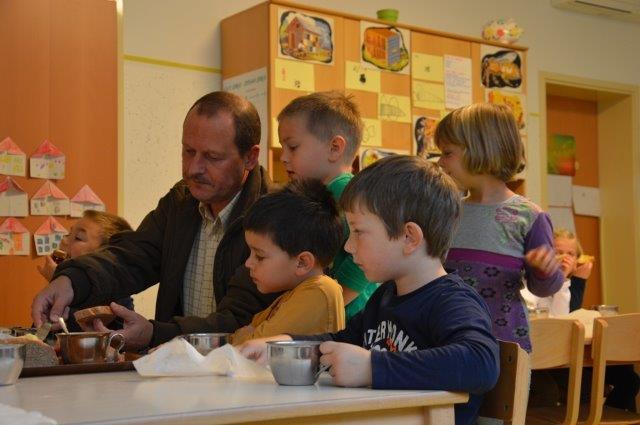 Tradicionalni slovenski zajtrk 201115 (4)